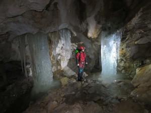 Eissäulen im Eingangsbereich des AHS