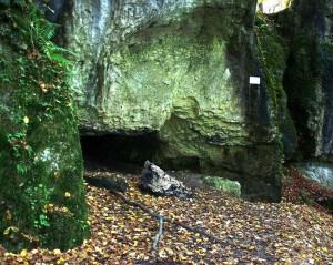 Brunnsteinhöhle, Eingang mit Feuerstelle