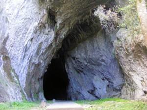 Eingang der Höhle von Cullalvera bei Ramales de la Victoria