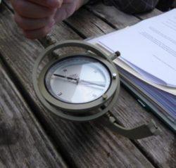 Der Hänge-Kompass (fast schon ein Relikt ...)