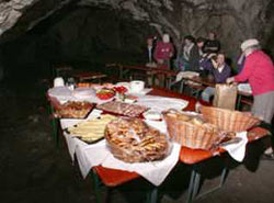 Büffet in der Oswaldhöhle